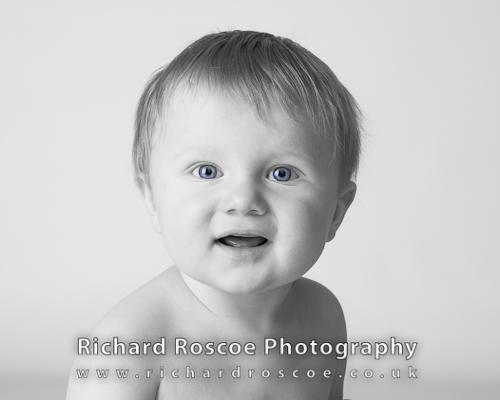 Luke at 8 months – Berkhamsted Photographer